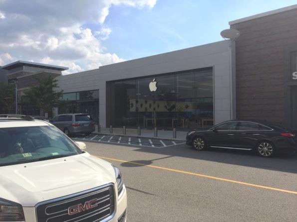 Apple_Store_Woodbridge.jpg