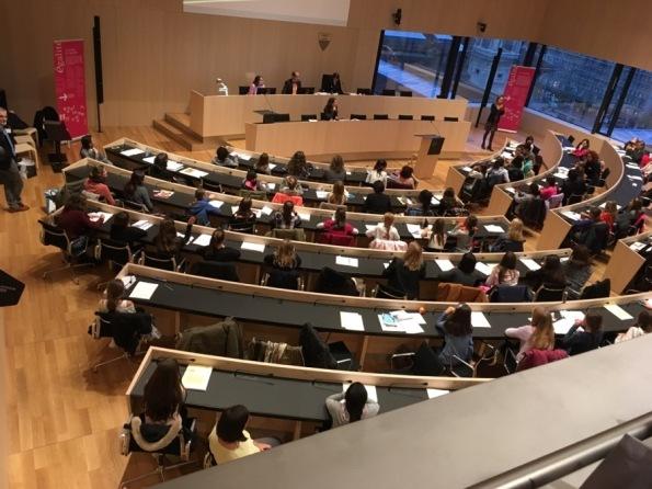 Parlement_des_filles.jpg