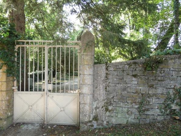 Burton_Grave_Celigny_1