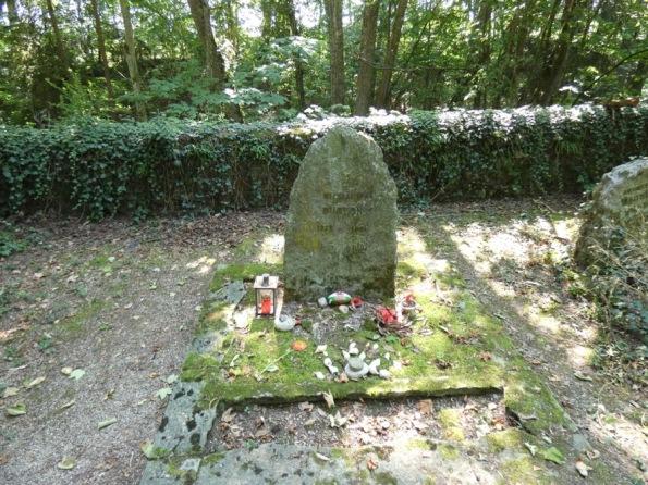 Burton_Grave_Celigny_2